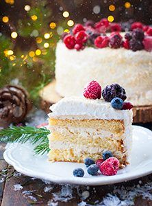 Торт «Белое Рождество» — бисквитный торт с масляным кремом и меренгой