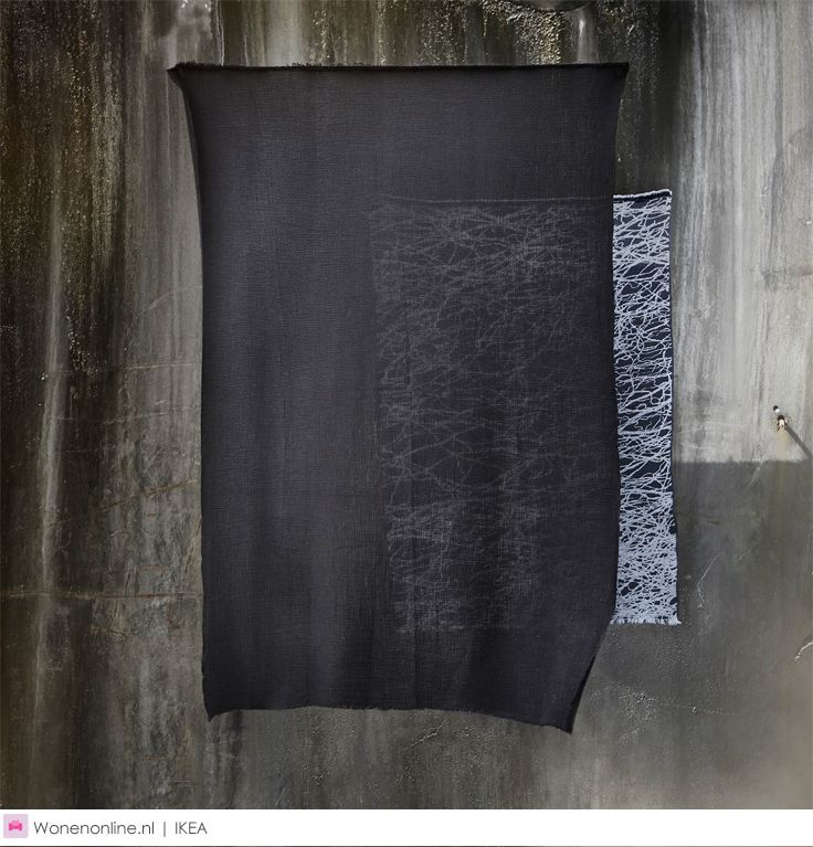 Wie aan India denkt, ziet vaak levendige kleuren voor zich. Martin Bergström niet. De Zweedse mode- en textielontwerper heeft het karakter van het moderne, stedelijke India weten te vangen in zwart, wit en vele tinten grijs.     Met trots presenteert IKEA de SVÄRTAN limited collectie in samenwerking met Martin Bergström. De designproducten zijn vanaf september 2016 verkrijgbaar in de winkels en op IKEA.nl. #IKEA #interieur #wonen