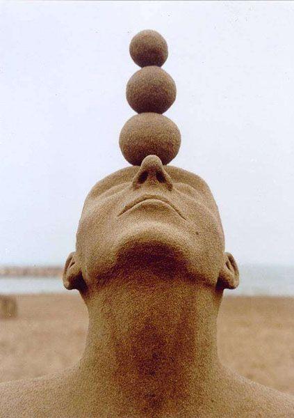 hitku:sand sculpture - Carmen