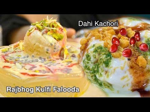 Tucking into the #CheesePavBhaji, #DahiKachori Chaat and #RajbhogKulfiFalooda our Foodistani had the time of her life at #Juhu beach in Mumbai.
