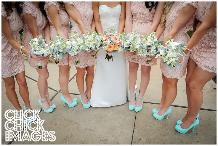 Gorgeous wedding color combo! Peach + Mint Green. Love the bouquets too!    Image Credit: Click Chick Images