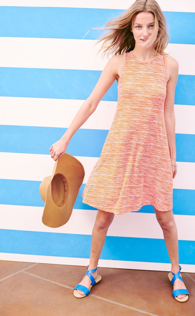 This dress makes it possible to look AND feel easy-breezy. Cool, comfy and totally chic, the Old Navy jersey swing dress for women is a springtime must-have for your wardrobe. Try it paired with the panama hat and blue sandals for a fun, warm weather look.