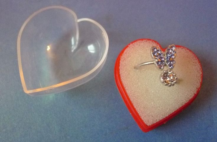 Vintage Bijou Fine Costume Fashion Jewelry Ring Butterfly with Heart Box 14mm