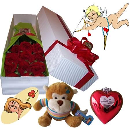 """Si a la delicadeza de una caja de flores le agrega un peluche que le transmite cariño y ternura, y unas trufas de chocolates en forma de corazón, su mensaje de amor será aún mas contundente. Son mas flechas """"envenenadas"""" de amor. Envíe este combo de caja de rosas con un peluche y chocolates a domicilio a Bogota. Caja de 12 Flores con Chocolates y/o Peluche : Desde USD$27"""