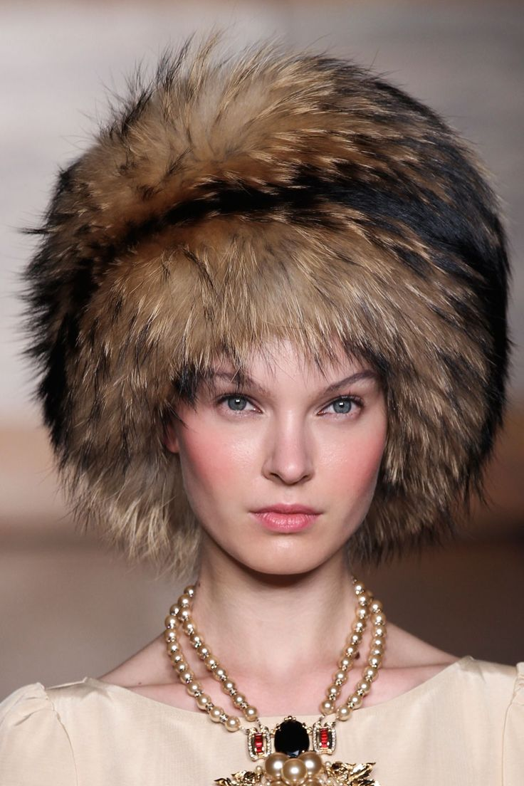 Cossack hat....I swear my mom had a had that was very similiar to this