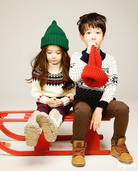 Twinkle twins asian models