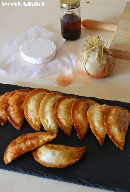 Empanadillas de cebolla caramelizada, queso de cabra y trufa negra: http://www.sweetaddict.es/2015/07/empanadillas-de-cebolla-caramelizada.html