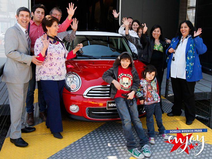 Se realizó la entrega de los espectaculares Mini Cooper en Enjoy Santiago a las afortunadas ganadoras Alejandra Céspedes, Eliana Gutierrez y Noelia Muñoz, quienes lo disfrutaron en familia.
