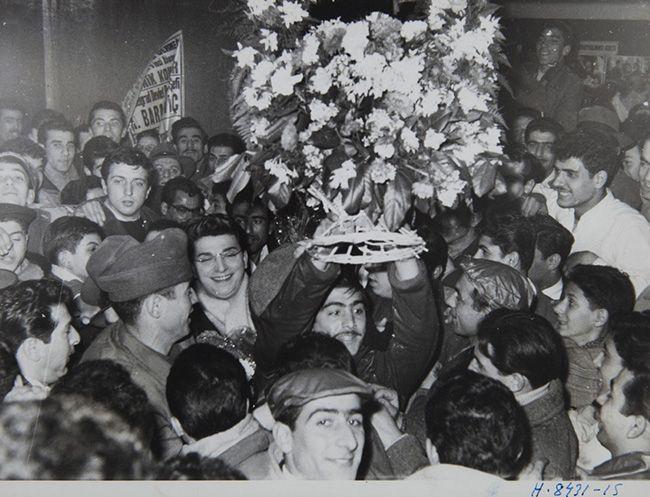 """Zeki Müren'in başrolünü üstlendiği """"Gurbet"""" filminin galası (1959). Türk Eğitim Vakfı ve TSK Mehmetçik Vakfı Arşivinden."""