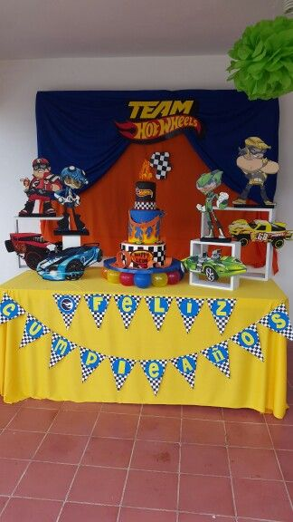 cake table hot wheels