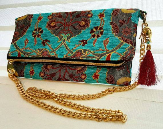 Check out this item in my Etsy shop https://www.etsy.com/listing/493023507/free-dust-bagfoldover-evening-clutch