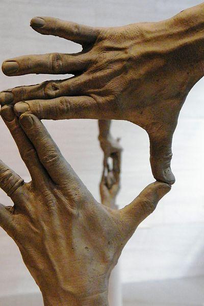 """""""Fifteen Pairs of Hands"""" - Escultura de Bruce Nauman, 1996"""