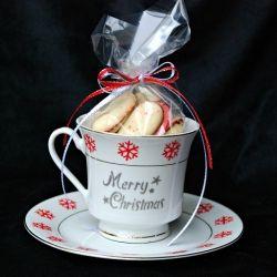 DIY holiday party favors, Christmas coffee mug set.