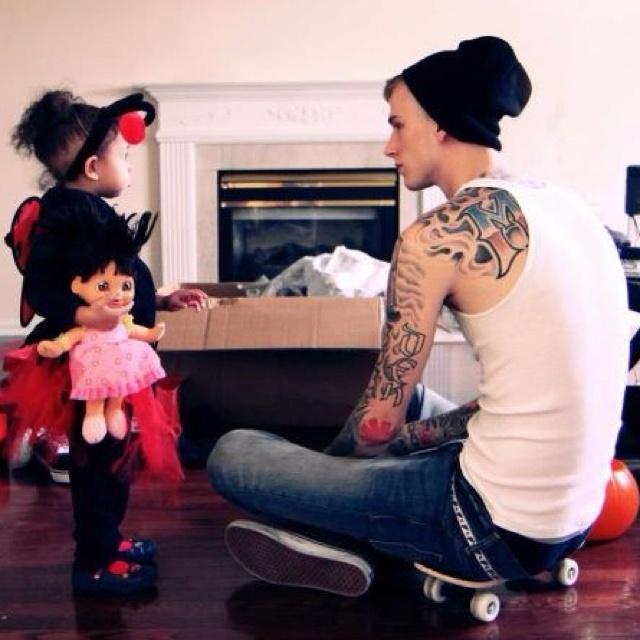 Machine Gun Kelly And His Daughter Cap Casie