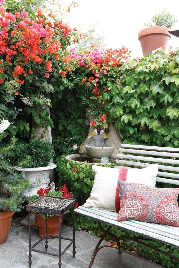 Backyard patio ideas for small spaces - Pretty Patio Garden Spot Small Patio Gardensoutdoor Gardenscontainer Gardenoutdoor Spacesoutdoor Livingpatiosto Bringromantic Homesgarden Seating