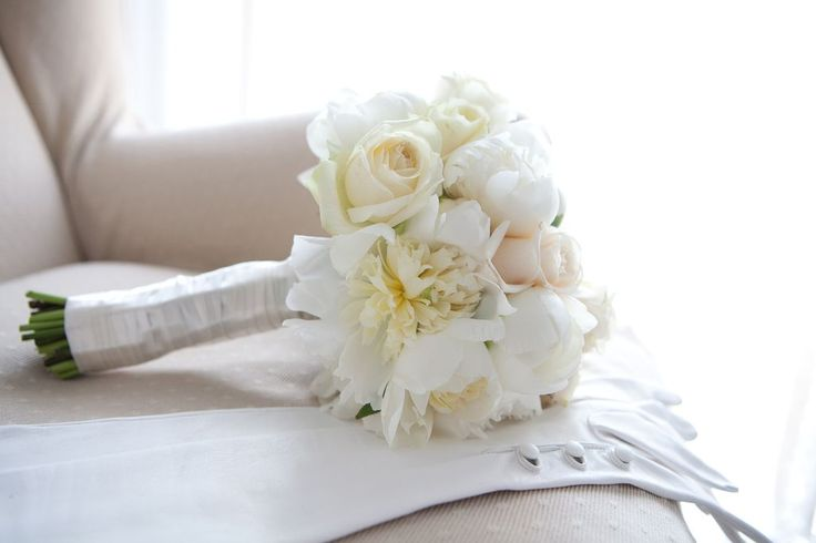 White and pastel colours flower bouquet