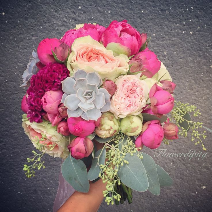 Colorful bride bouquet  #flowerdipity #colorful #peonies #roses #bride #bouquet #happy #elegant #wedding