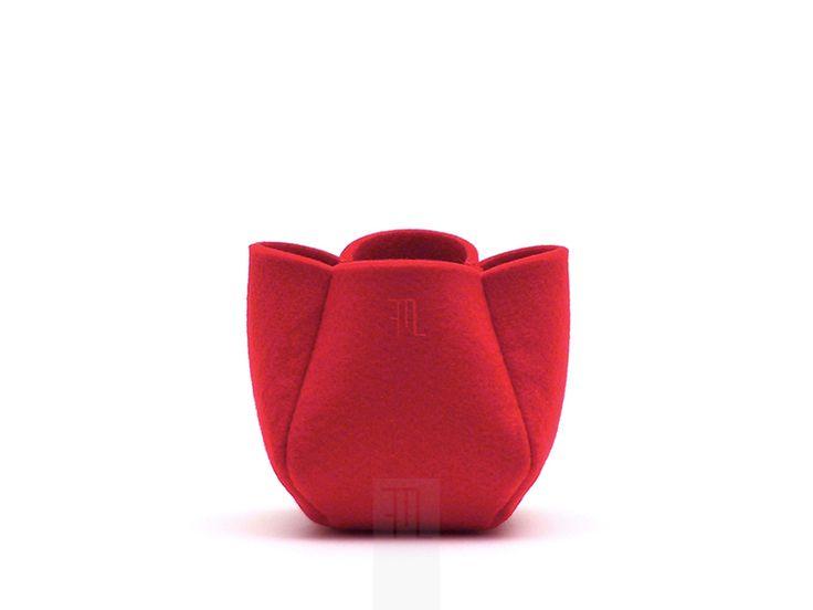 Cachepot in feltro rosso bordeaux fatto a mano di FMLdesign su DaWanda.com, € 8,00.