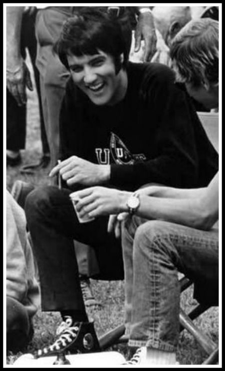 I love this pic...Elvis looks so relaxed and happy!