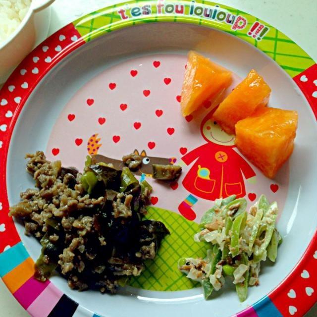 #娘の離乳食の記録 *ご飯*茄子とシシトウの味噌炒め*ササギのサラダ*メロン - 3件のもぐもぐ - 幼児食51dお昼ご飯 by attyann