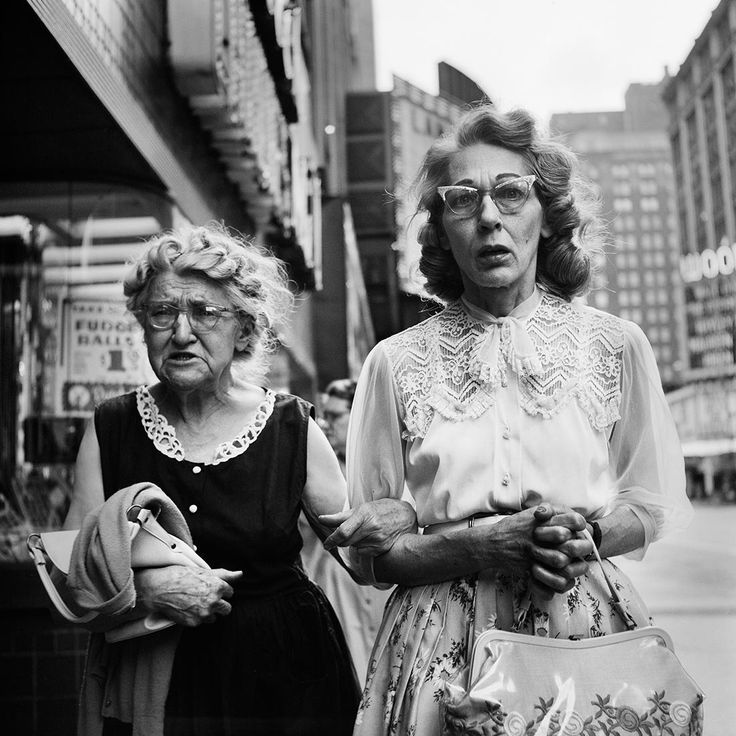 This is what I imagine my friend and me to be like when we get older. A litte grumpy but definitely chic. ;)  I absolutely adore this image by Vivian Maier and I cannot believe that we should have never heard anything about her and her artwork until after her death in 2009. VM1961W00841-06-MC