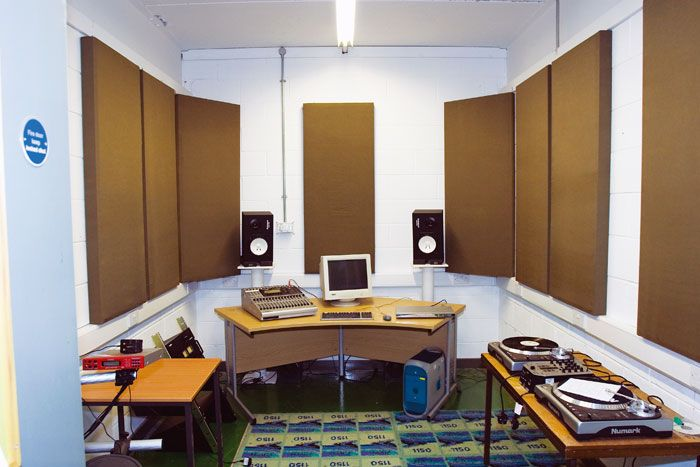 365 best images about acoustic treatment for the recording studio on pinterest acoustic panels for Living room acoustic treatment