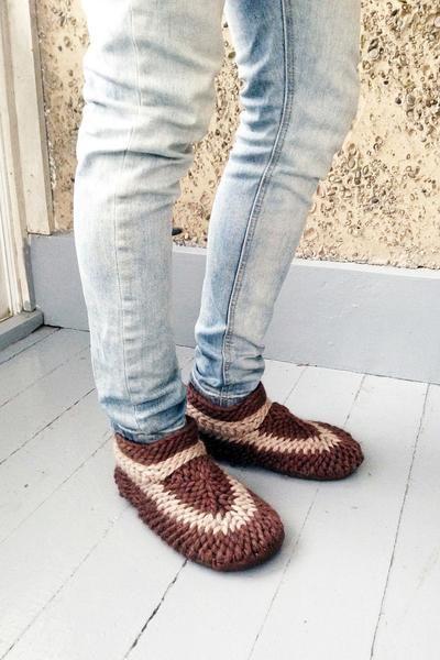 Muffle Slippers: Brown