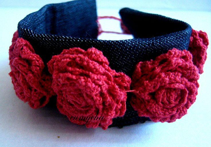 Bransoletka -koronkowe róże www.robotkowyswiatmychy.blogspot.com  Róże z resztek tkanin, bardzo lubię robić taką biżuterię. Można zrobić ją z każdego kawałka tkaniny, dopasować do każdej kreacji.