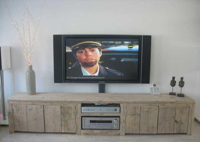 Dit steigerhouten Tv-meubel is een bestseller. Dit steigerhouten Tv-meubel van oud steigerhout is geheel op maat te maken.