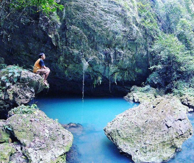 Merupakan salah satu Taman Nasional yang menjadi primadona wisata alam Sulawesi Selatan dengan keunikan tersendiri adanya ribuan kupu-kupu yang menghuni Kerajaan Kupu-Kupu.[Photo by instagram.com/de.wa_]