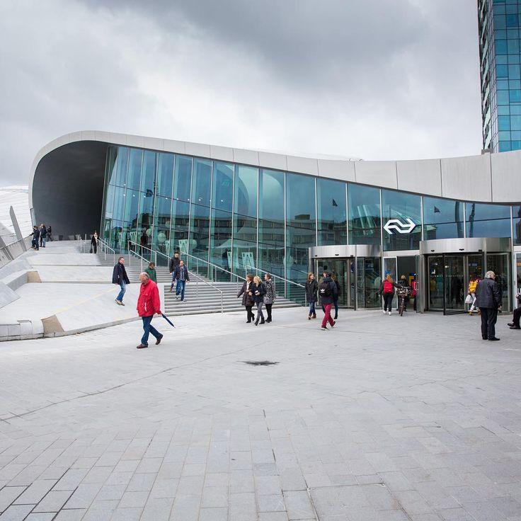 """""""Het nieuwe station Arnhem is officieel geopend! Met deze prachtige architectuur is Arnhem Centraal een echte must-see geworden! @arnhemcentraal…"""""""