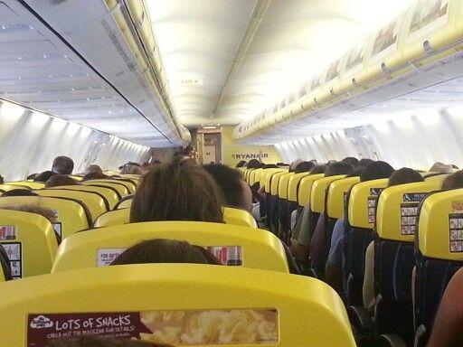 Ryanair 738-800 cabin
