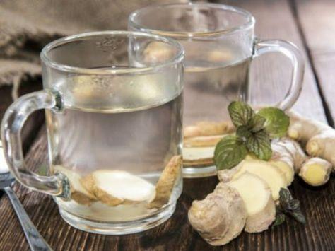 Siquieres desintoxicar tu cuerpo de los excesos de las fiestas decembrinas, sólo toma agua de jengibre.Esta bebida mejora tu salud y te ayuda a quemar el exceso de grasa que se acumula en la cintura, las caderas y los muslos.Para prepararla sólo necesitas unas rodajas finas de la raíz fresca de jengibre en 1 1/2 litros de agua natural y pon a hervir. Luego, deja que la mezcla hierva a fuego lento durante 15 minutos; deja enfriar y cuela el líquido.