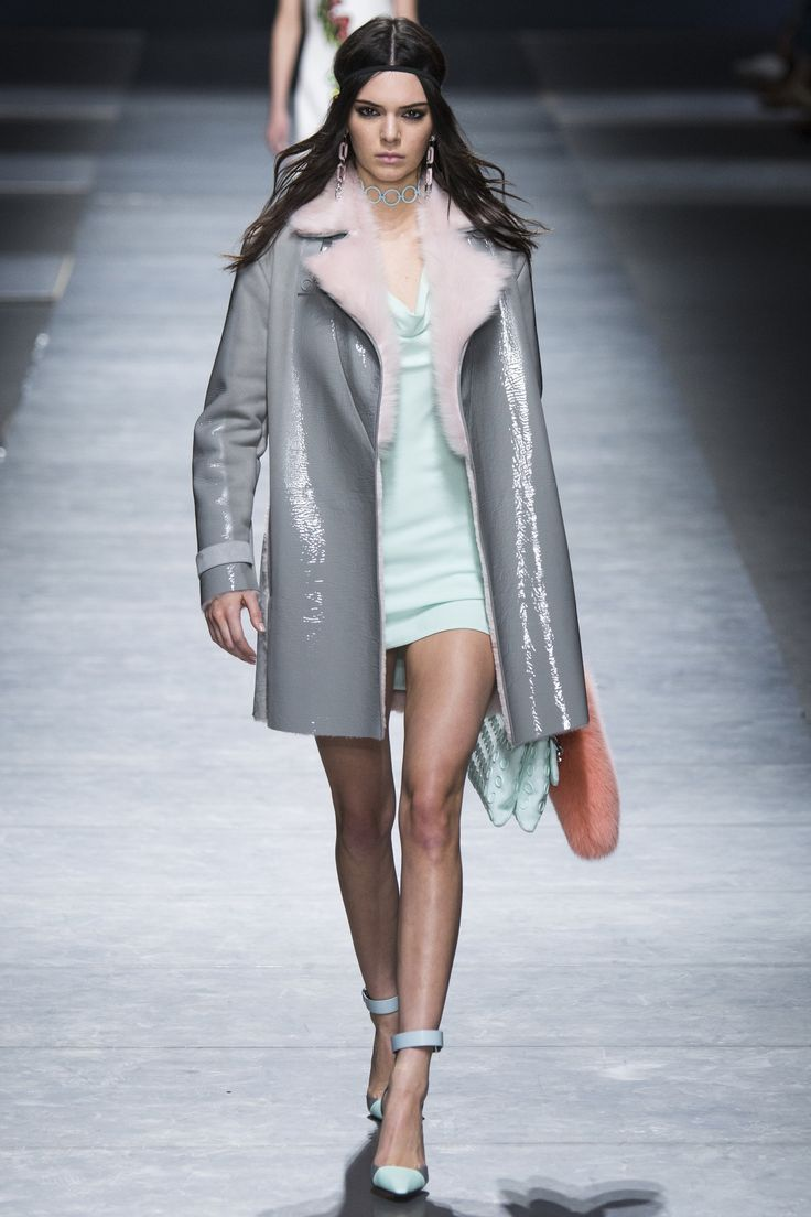 Versace Fall 2016 Ready-to-Wear Fashion Show  http://www.theclosetfeminist.ca/  http://www.vogue.com/fashion-shows/fall-2016-ready-to-wear/versace/slideshow/collection#48