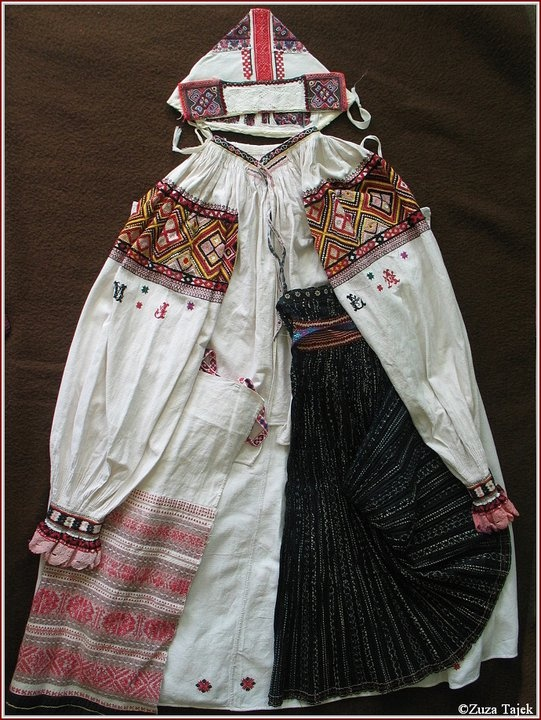 Polomka female costume
