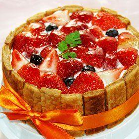 京都二条寺町ジェニアル ミックスベリーのケーキ 直径15cm 甘さ控えめ(食後のデザートに) 京都二条寺町ジェニアル, http://www.amazon.co.jp/dp/B00820Z5EG/ref=cm_sw_r_pi_dp_aYLcsb0WBM8SJ