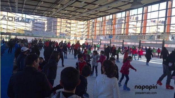 Nuestra #pistadehielo de Durango bate todos los récords de afluencia en 2016 según las últimas noticias de Deia. Para más detalles, visita nuestro blog en http://www.pistadehielo.com/es/#deportesdeinvierno #patinar #diversión #iceskating