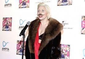 31-Oct-2013 21:35 - LADY GAGA: IK BEN ECHT WEL BI!. Er gaan geruchten over Lady Gaga's seksuele geaardheid. Gaga zou namelijk superver in de kast zitten. De heterokast welteverstaan. Boze tongen beweren dat het popicoon slechts voorwendt biseksueel te zijn vanwege marketingredenen. Dat schrijft The Huffington Post.