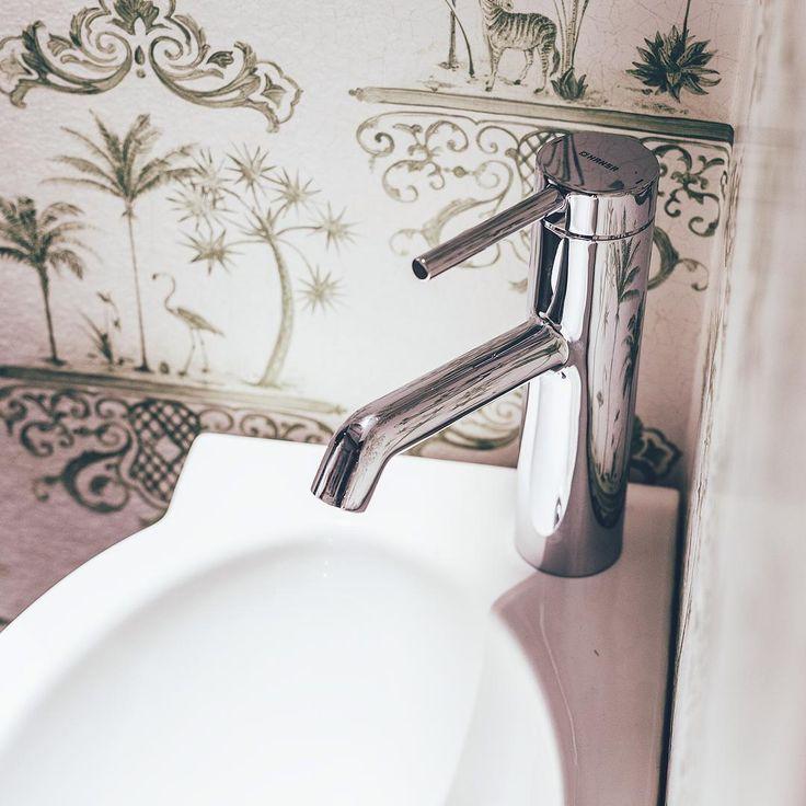 Viidakkofiilistä kylppäriin, miksei?  #rakentaminen #remontointi #remontti #sisustus #suunnittelu #kylpyhuone #kylpyhuoneremontti #lvi #lvis #koti #mökki #viidakko #bathroom #jungle #decor #inspiration #talotalo @talotalovantaa