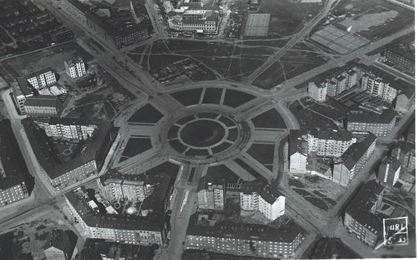 Pojďme si pohledem na několik plánků a obrázků povědět, jak a proč dostalo své tvary a formy známé pražské náměstí, které již pětkrát změnilo název jak módní kabát...