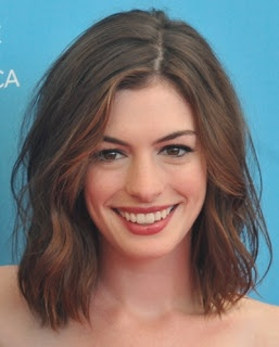 We love Anne Hathaway medium hair, it does look amazing on her - Checkout MyBeautyCompare Pinterest for more beauty look #AnneHathaway #shoulder #length #Middle #hair #beauty #bbloggers #hairstyles #makeup #lips #eyes #curls