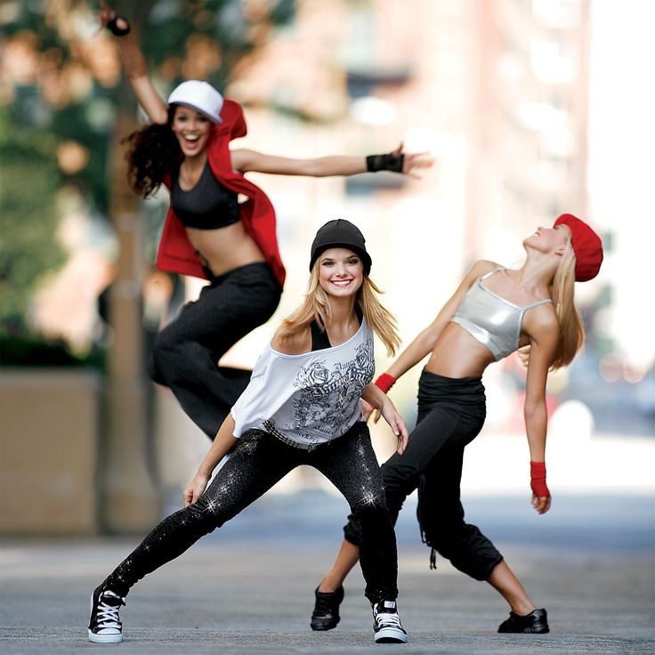 Hip hoppers having fun