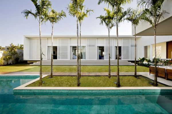 Casa do Patio encouraging indoor/outdoor living in Brazil
