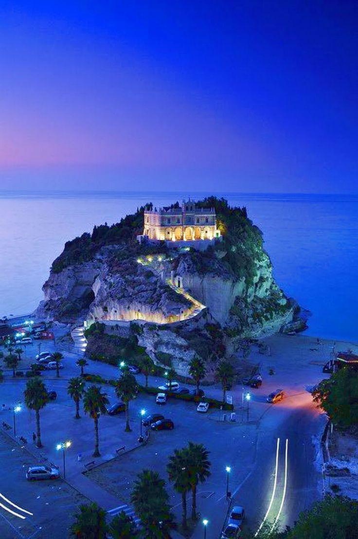 Красивый вечер  в Tropea, Калабрия, Италия.