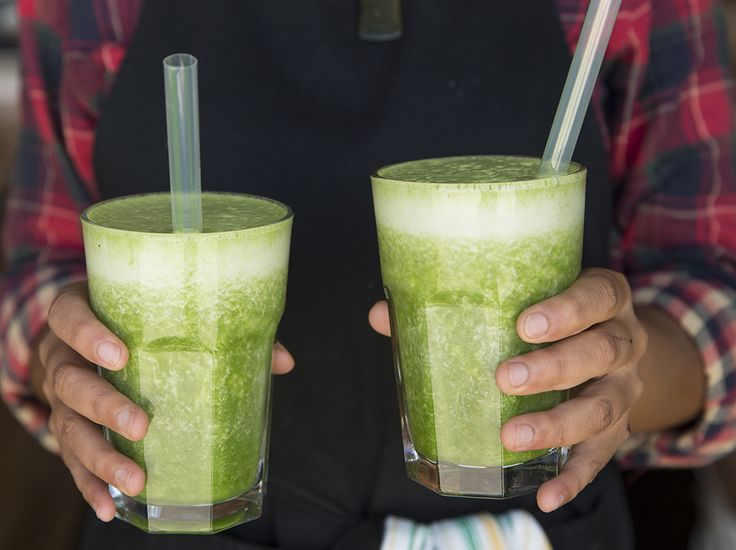 Green Smoothie with persimmom & cardamom