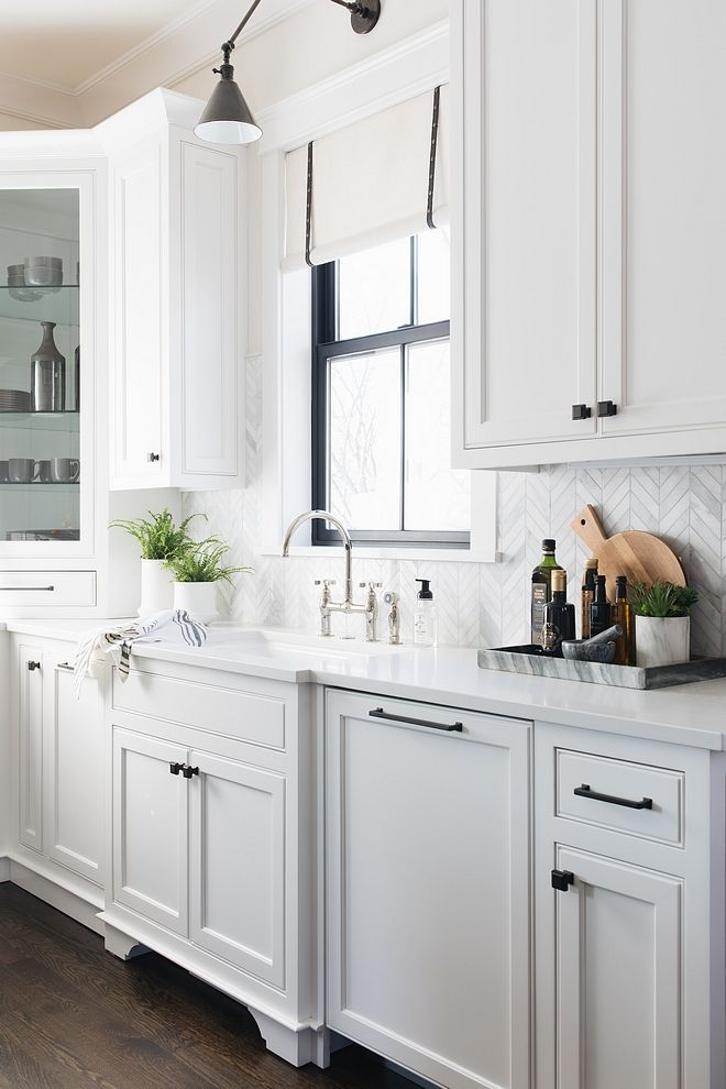 Do You Need Some Ideas To Start Decorating Your Kitchen There You Go Http Www H Backsplash For White Cabinets New Kitchen Cabinets Black Cabinet Hardware