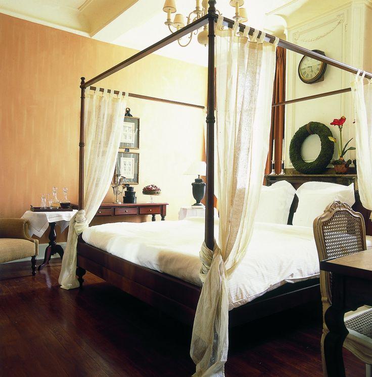 Welkom bij Hotel Recour, een romantisch luxe hotel met stadstuin, rustig gelegen op 100 m. van de markt van Poperinge, het centrum van de hoppeteelt.