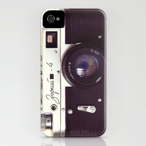 Met deze hoes voor je iPhone fotografeer je niet meer met je telefoon, maar bel je met je fotocamera! Zorki vintage camera iPhone Case