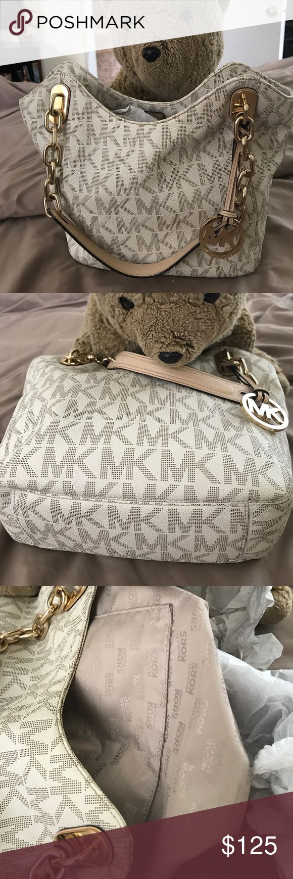 Michael Kors white logo handbag 👜 Great Med size.   White w logo, eventho its from 2 seasons ago still good looking bag.    Smoke free.  No tears no stain.   Clean inside.  I take care of my bags. PRICE FIRM 👜👜👜👜 KORS Michael Kors Bags Shoulder Bags