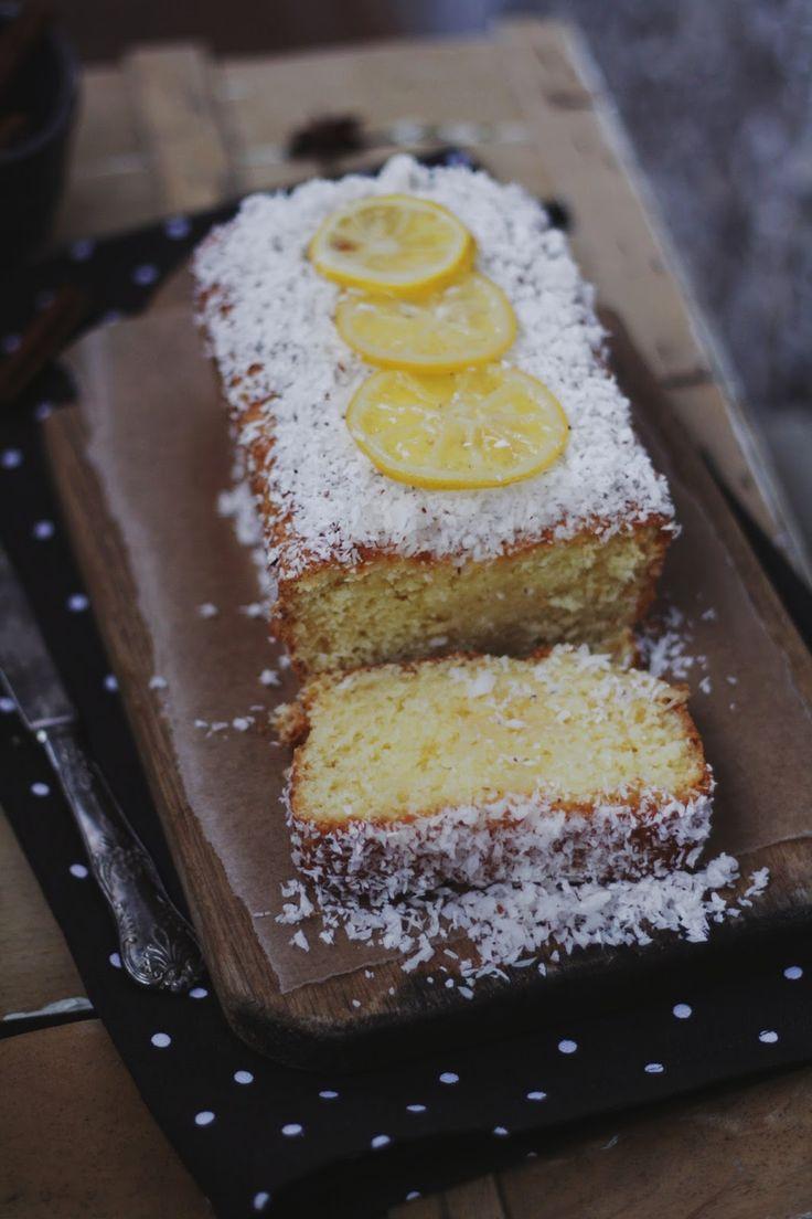 В последнее время очень люблю экспериментировать с лимонной выпечкой. Из простых ингредиентов получаются освежающие десерты. Такие, как это...